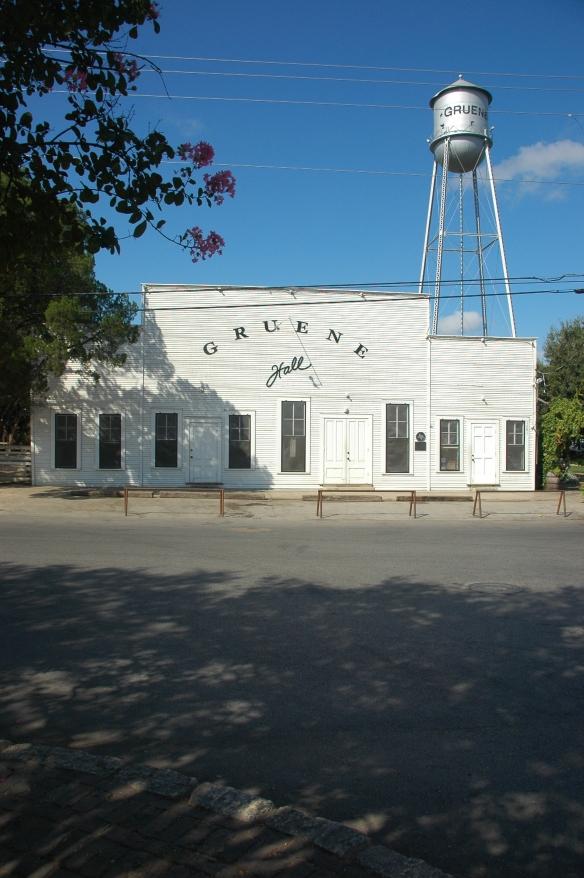 Gruene Dance Hall - von außen ganz unscheinbar